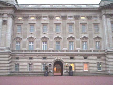 Buckingham_guards